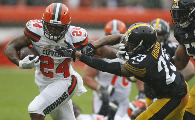 Cleveland Browns running back Nick Chubb (24) rushes against Pittsburgh Steelers defensive back Joe Haden (23) in a Week 1 tie. (AP)