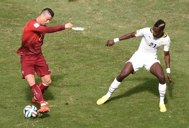 Portugal's forward and captain Cristiano Ronaldo (L) and Ghana's defender John Boye vie for the ball at the Mane Garrincha National Stadium in Brasilia during the 2014 FIFA World Cup on June 26, 2014 (AFP Photo/Evaristo Sa)