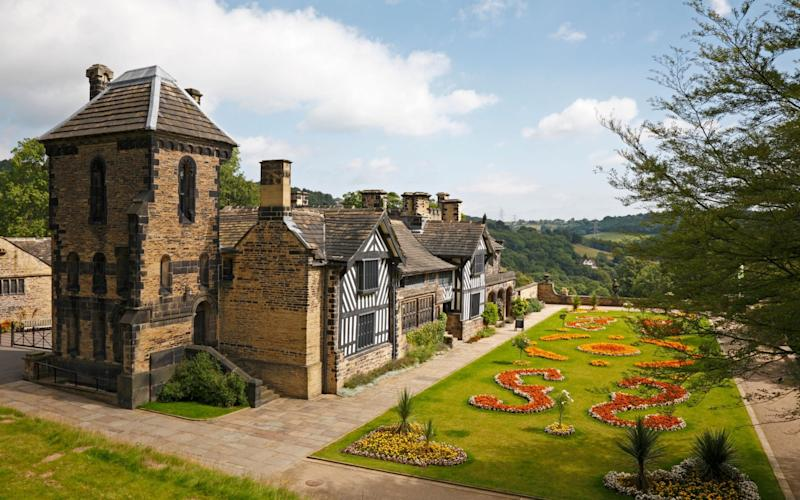 Shibden Hall in West Yorkshire has seen a sharp increase in tourist since BBC show. - www.Alamy.com