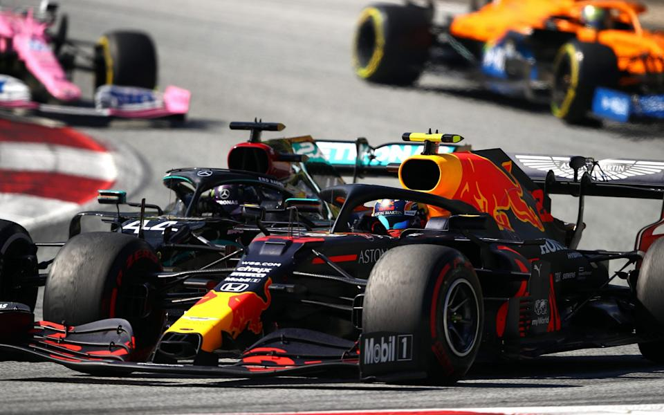 Alexander Albon of Thailand driving the (23) Aston Martin Red Bull Racing RB16 and Lewis Hamilton of Great Britain driving the (44) Mercedes AMG Petronas F1 Team Mercedes W11 battle for position during the Formula One Grand Prix of Austria at Red Bull Ring on July 05, 2020 in Spielberg, Austria - Getty Images Europe