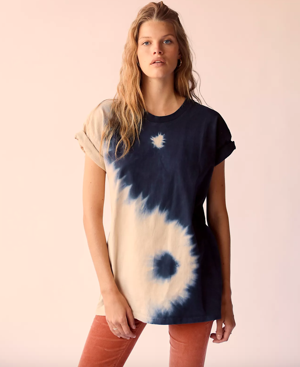 """<br><br><strong>Midnight Rider</strong> Yin Yang Tee, $, available at <a href=""""https://go.skimresources.com/?id=30283X879131&url=https%3A%2F%2Fwww.freepeople.com%2Fshop%2Fyin-yang-tee%2F"""" rel=""""nofollow noopener"""" target=""""_blank"""" data-ylk=""""slk:Free People"""" class=""""link rapid-noclick-resp"""">Free People</a>"""