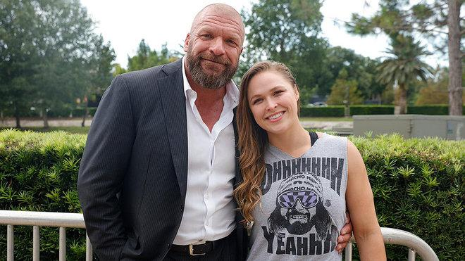 Ronda Rousey mit Triple H beim Mae Young Classic