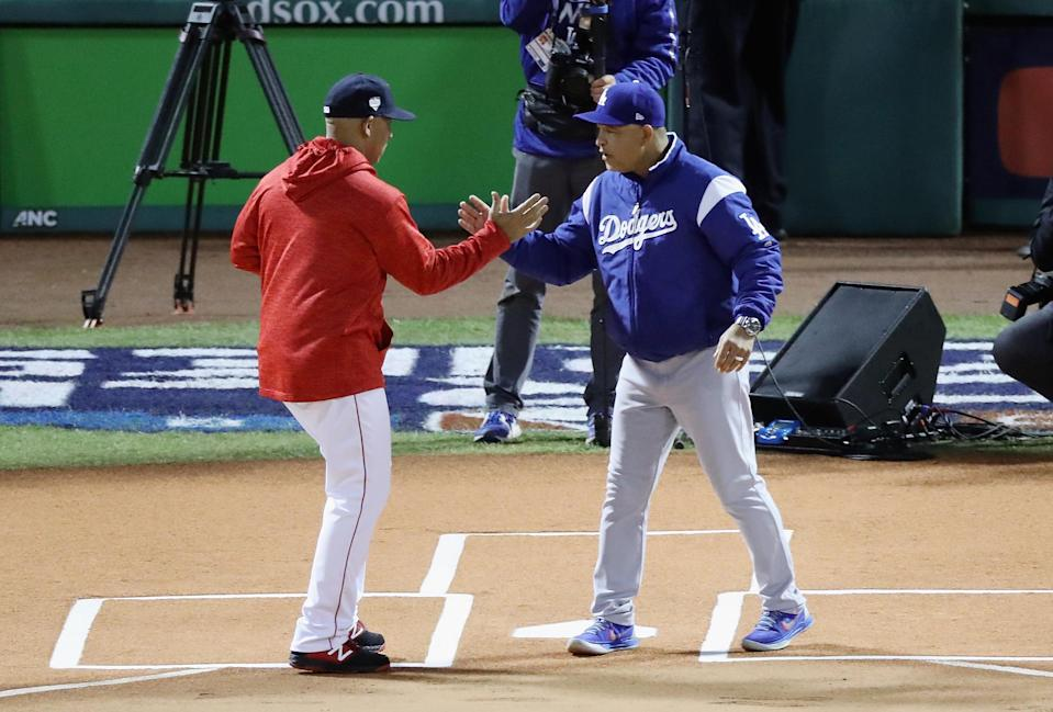 Dodgers manager Dave Roberts shakes hands with Red Sox manager Alex Cora. (Getty Images)