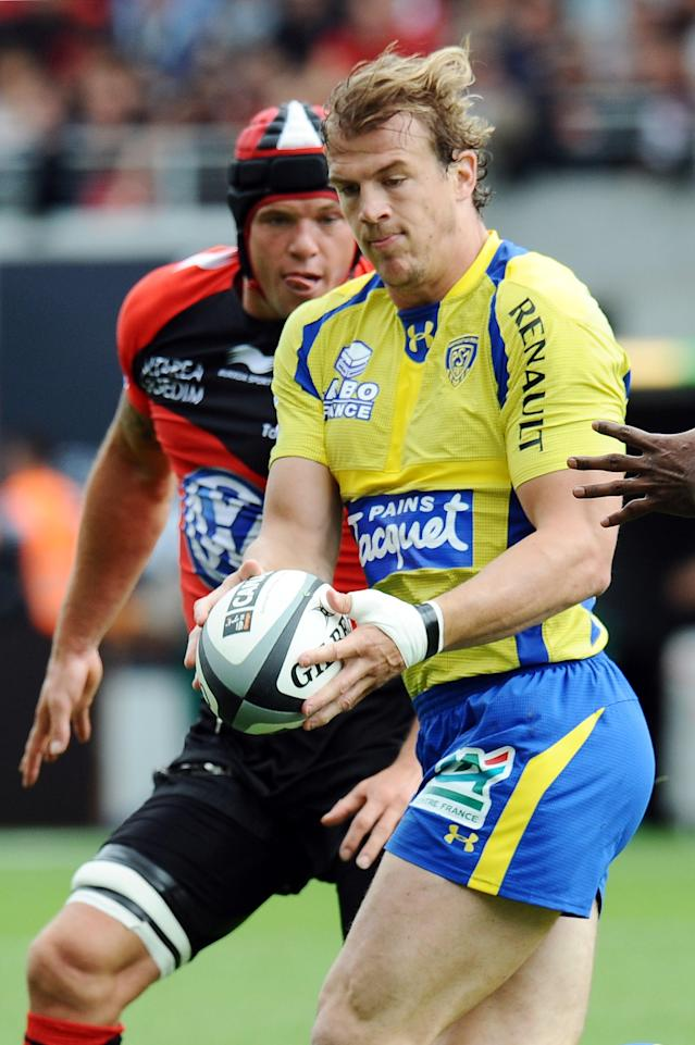 Clermont's center Aurelien Rougerie (R) runs with the ball followed by Toulon's flanker Johann Van Niekerk during the French Top 14 rugby union semi-final match Clermont vs Toulon on June 3, 2012 at the municipal stadium in the French southwestern city of Toulouse. AFP PHOTO / REMY GABALDAREMY GABALDA/AFP/GettyImages