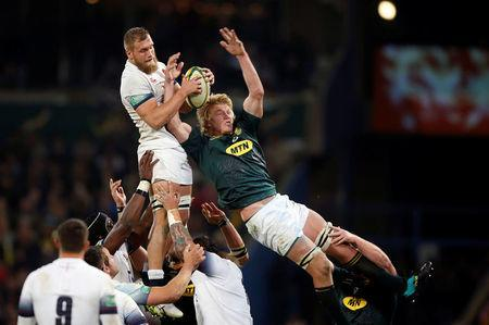 Rugby Union - Second Test International - South Africa v England - Free State Stadium, Bloemfontein, South Africa - June 16, 2018. South Africa's Pieter-Steph du Toit challenges England's Brad Shields. REUTERS/Siphiwe Sibeko