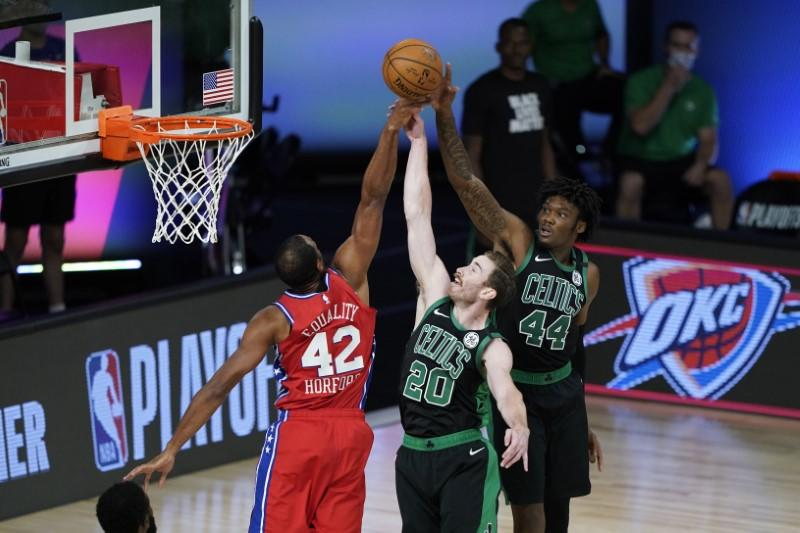 Injured Hayward cleared, working with Celtics' trainers