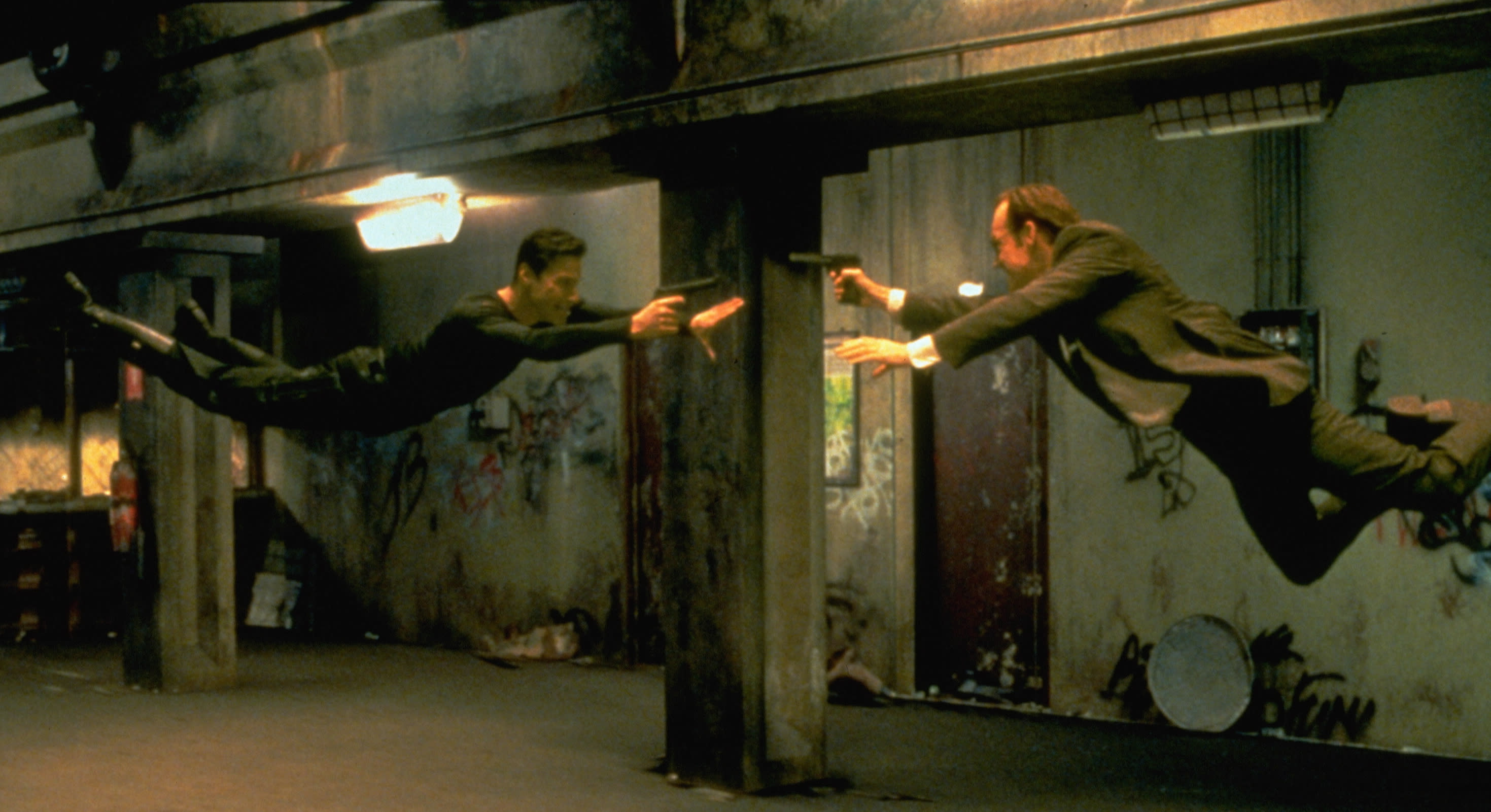 Keanu Reeves and Hugo Weaving face each other in a scene from the 1999 movie 'The Matrix'. (Photo by Siemoneit/Sygma via Getty Images)