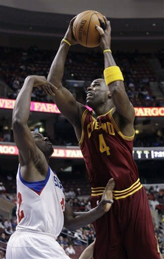 Cleveland Cavaliers' Antawn Jamison, right, goes up for a shot against Philadelphia 76ers' Elton Brand in the first half of an NBA basketball game, Tuesday, March 27, 2012, in Philadelphia. (AP Photo/Matt Slocum)