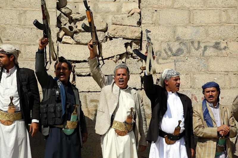 Supporters of Yemen's Shiite Huthi rebels rally in Sanaa (AFP Photo/ABDEL RAHMAN ABDALLAH)