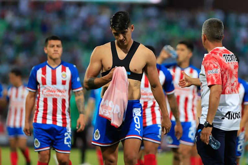 TORREON, MEXICO - JULY 21: Alan Pulido of Chivas lament during the 1st round match between Santos Laguna and Chivas as part of the Torneo Apertura 2019 Liga MX at Corona Stadium on July 21, 2019 in Torreon, Mexico. (Photo by Alfredo Lopez/Jam Media/Getty Images)