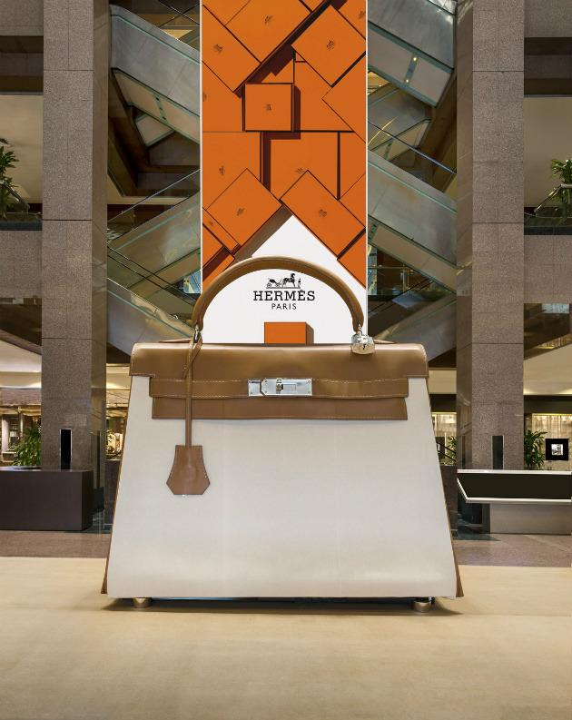 <p><b>Hermès Kellydoscope</b></p><p>Step inside a Hermès Kelly bag that's larger than life; it's been upsized for an interactive experience that's now been brought to Singapore. The 'entrance' of this exhibit is cleverly concealed at the left edges of the gigantic bag. Upon entering, you'll find yourself in a small viewing room where you can watch a short film inspired by the iconic bag. </p><p>When: From now until 16 Oct, 10am to 9.30pm daily</p><p>Where: Ngee Ann City Atrium, 391 Orchard Road</p><p>Prices: Free admission</p>