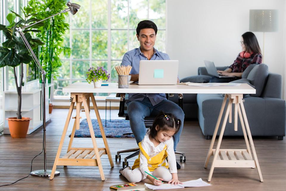 <p>Many Taiwan businesses have been reluctant to allow employees to work from home despite the surge in COVID-19 cases. (Photo courtesy of Shutterstock)</p>