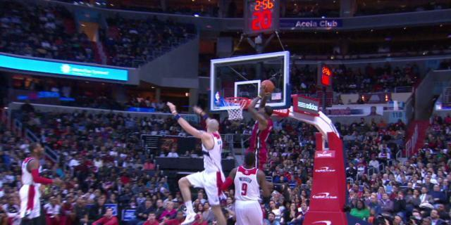 Dwyane Wade finds LeBron James for the full-court alley-oop (Video)