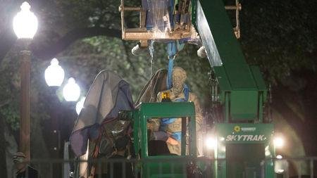 Workers remove Confederate General Robert E. Lee statue from the south mall of the University of Texas in Austin, Texas, U.S., August 21, 2017. REUTERS/Stephen Spillman