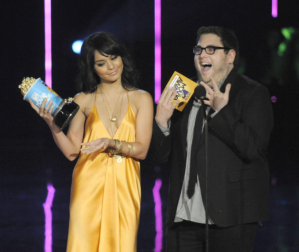 """<a href=""""http://movies.yahoo.com/movie/contributor/1808436979"""">Vanessa Hudgens</a> and <a href=""""http://movies.yahoo.com/movie/contributor/1808716500"""">Jonah Hill</a> present the award for Breakthrough Performance Male during the 18th Annual MTV Movie Awards - 05/31/2009"""