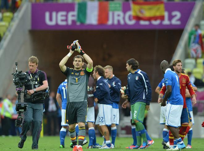 Spanish goalkeeper Iker Casillas waves at the end of the Euro 2012 championships football match Spain vs Italy on June 10, 2012 at the Gdansk Arena.      AFP PHOTO / GABRIEL BOUYSGABRIEL BOUYS/AFP/GettyImages