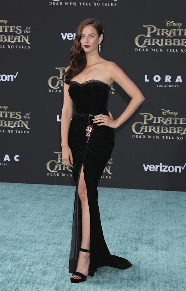 <p>Kaya proved to be a real Hollywood bombshell in a velvet Dolce & Gabbana gown.<br /><i>[Photo: EFE]</i> </p>