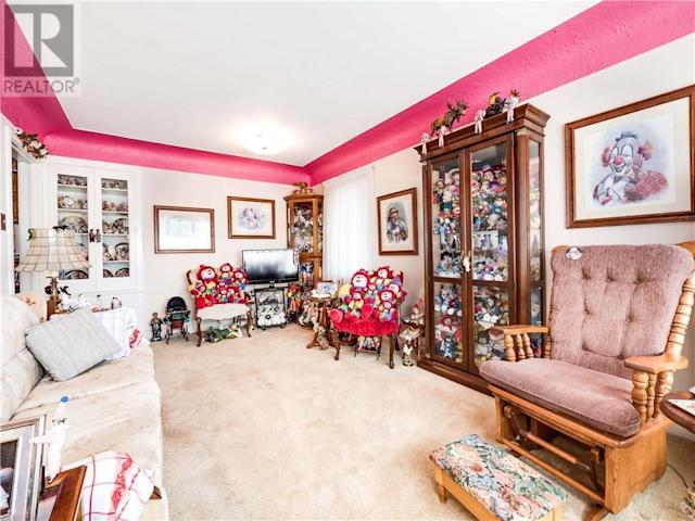 <p>Inside the home, however, clowns are definitely the dominant decor theme. (Zoocasa) </p>