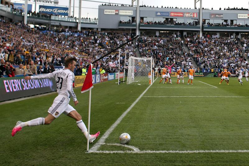 CARSON, CA - DECEMBER 01: David Beckham #23 of Los Angeles Galaxy kicks a corner kick while taking on the Houston Dynamo in the 2012 MLS Cup at The Home Depot Center on December 1, 2012 in Carson, California. (Photo by Jeff Gross/Getty Images)