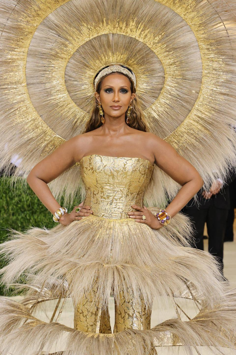 <p>Forever supermodel Iman was a literal ray of sunshine on the red carpet. The fashion industry queen and business woman paired her golden look with a smoky eye, glowing cheeks, and a nude lip. For hair, she kept things simple with a soft beach wave that was pushed behind her shoulders.</p>
