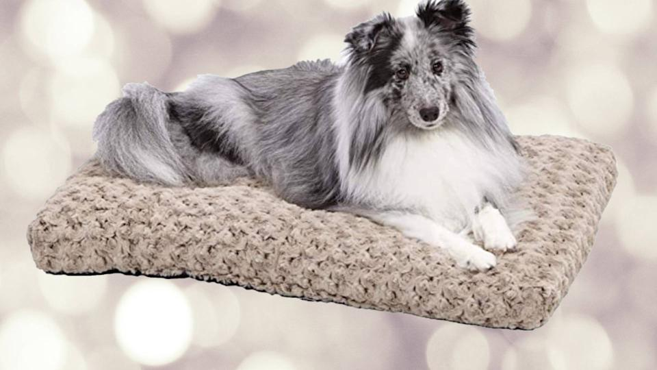 Your pup would love to catch some zzzs on this bed. (Photo: Amazon)