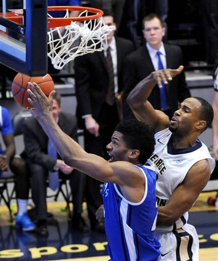 Saing Louis forward Dwayne Evans, left, goes up for the shot against the defense of George Washington forward Dwayne Smith during second half of their NCAA college basketball game, Saturday, March 2, 2013, in Washington. Saint Louis defeated George Washington 66-58. (AP Photo/Richard Lipski)