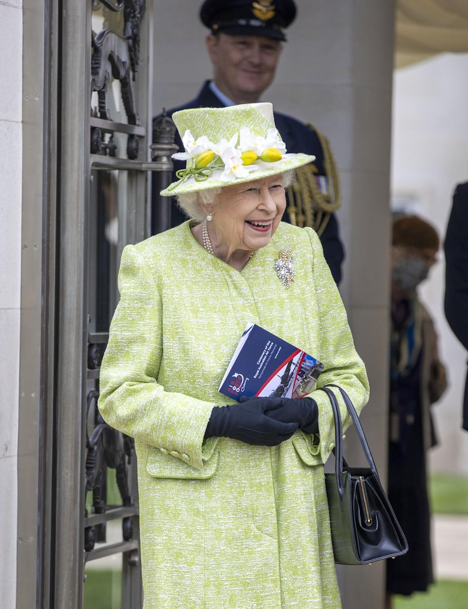 The Queen wore black gloves but she didn't wear a mask during the outdoor visit. (PA Images)
