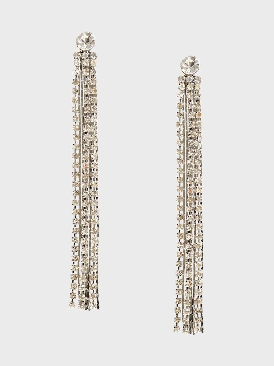 <p>Long lines like these <span>Banana Republic Multi Cupchain Linear Earrings</span> ($23, originally $58) elongate your neck and a little dazzle to viewers eyes!</p>