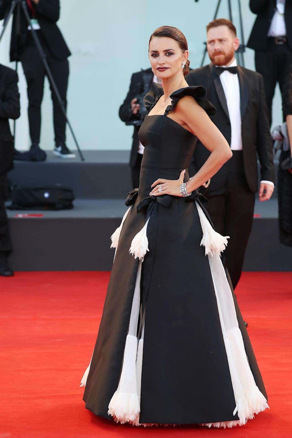 <p>Cruz wore a black-and-white gown by Chanel couture.</p>