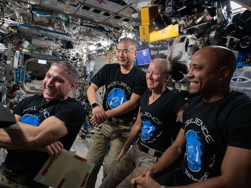 crew 1 astronauts iss spacex crew dragon