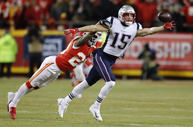 Former New England Patriots wide receiver Chris Hogan agreed to a one-year deal with the Carolina Panthers on Friday. (AP)