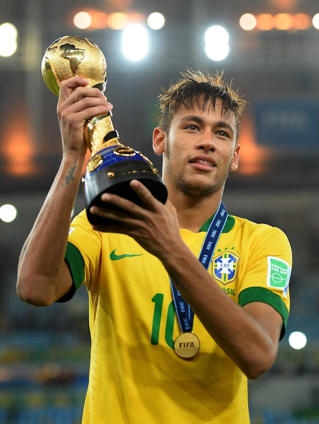 RIO DE JANEIRO, BRAZIL - JUNE 30: Neymar of Brazil poses with the trophy at the end of the FIFA Confederations Cup Brazil 2013 Final match between Brazil and Spain at Maracana on June 30, 2013 in Rio de Janeiro, Brazil. (Photo by Laurence Griffiths/Getty Images)