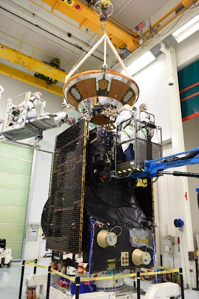 Picture released by the European Space Agency (ESA) shows technicians working on the final preparations on one of two ExoMars spacecraft (AFP Photo/Stephane Corvaja)