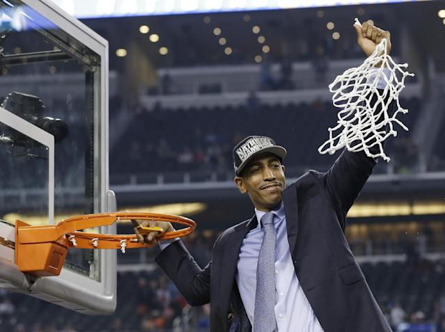 Connecticut head coach Kevin Ollie cuts down the net after his team's 60-54 victory over Kentucky in the NCAA Final Four tournament college basketball championship game Monday, April 7, 2014, in Arlington, Texas. (AP Photo/David J. Phillip)
