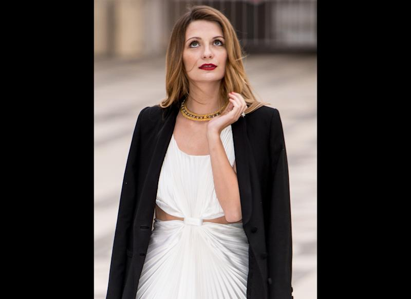 """Mischa Barton is nears the top of the chart when it comes to worst celebrity drivers. In 2007, <a href=""""http://www.thehollywoodgossip.com/2007/03/mischa-barton-is-a-bad-actress-and-a-bad-driver/"""" target=""""_hplink"""">she got in a minor fender bender while driving Nicole Richie's car</a> in Los Angeles. Not even a month later, Barton's vehicle stepped into ring with a parking lot gate. When the """"O.C."""" actress caught her bumper on the gate she kept driving, ripping it clear off! Later that year came the ultimate driving no-no. <a href=""""http://www.tmz.com/2007/12/27/mischa-barton-busted-for-dui/"""" target=""""_hplink"""">Barton was charged with DUI</a> after she was cruising in two lanes at once and failing to use her traffic signals."""