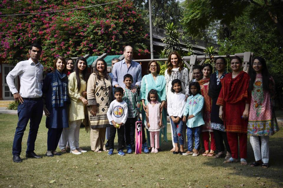 LAHORE, PAKISTAN - OCTOBER 18: Britain's William (L) and Catherine (R), Duke and Duchess of Cambridge pose for a picture as they re-visit SOS Village on October 18, 2019 in Lahore, Pakistan. (Photo by Neil Hall - Pool/Getty Images)