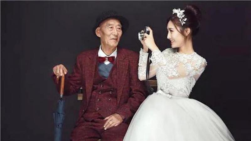 Chinese woman 'marries' her ailing grandad so he doesn't have to miss her big day