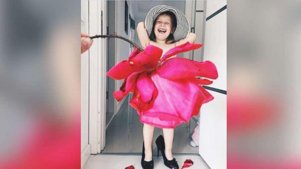 PHOTO: Turkish mom Alya Chaglar poses her 3-year-old daughter, Stefani, with food and flowers to look like gorgeous gowns. (Instagram/seasunstefani)