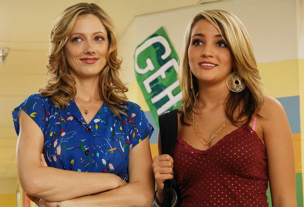Guest star Jamie Lynn Spears as troubled student Mandy Ferner and Judy Greer as Becky Freeley on ABC Television Network's Miss Guided