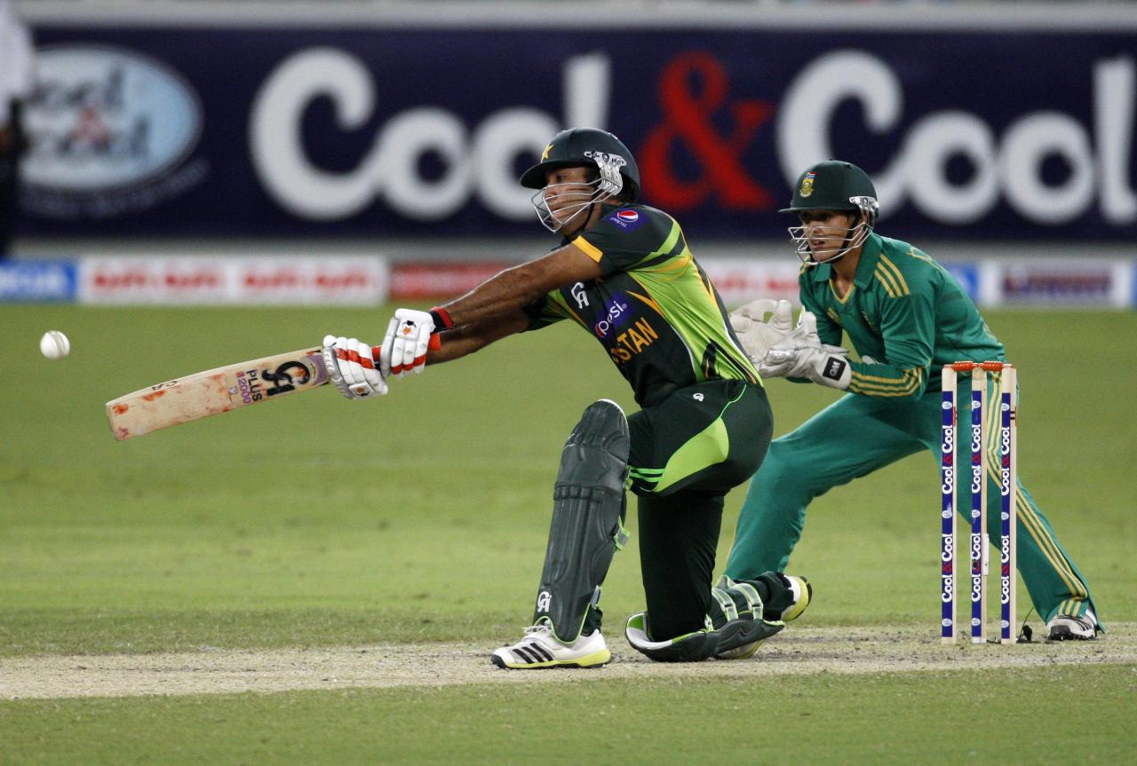 Pakistan's Sohaib Maqsood (L) plays a shot as South African Quinton de Kock (R) looks on during their second Twenty20 international cricket match in Dubai November 15, 2013. REUTERS/Nikhil Monteiro(UNITED ARAB EMIRATES - Tags: SPORT CRICKET)