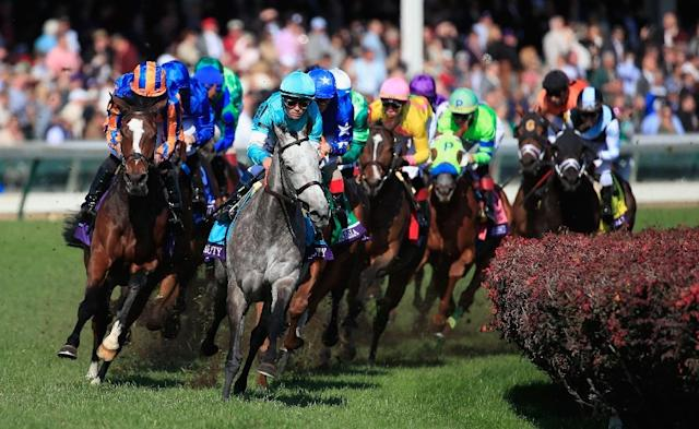 The tightly bunched field of the Breeders' Cup Filly & Mare Turf rounds turn one at Churchill Downs (AFP Photo/ANDY LYONS)