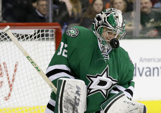 Dallas Stars goalie Kari Lehtonen (32), of Finland, takes a shot to the mask in the second period of an NHL hockey game against the Colorado Avalanche, Monday, Jan. 27, 2014, in Dallas. (AP Photo/Tony Gutierrez)