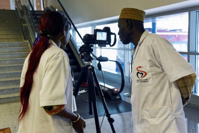 Health workers set up a thermal scanner to screen arriving passengers at Dakar's international airport (AFP Photo/Seyllou)