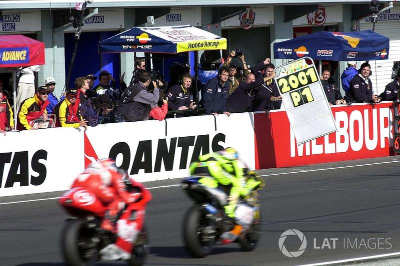 "Phillip Island 2001: 500er-Weltmeister mit Satelliten-Bike<span class=""copyright"">Gold and Goose / Motorsport Images</span>"