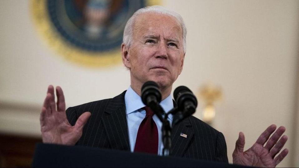 U.S. President Joe Biden delivers remarks on the more than 500,000 lives lost to COVID-19 in the Cross Hall of the White House February 22, 2021 in Washington, DC. (Photo by Doug Mills-Pool/Getty Images)