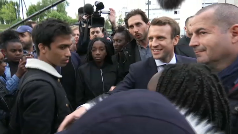 A Sarcelles, Macron poursuit sa guerre d'image et sa charge contre Le Pen