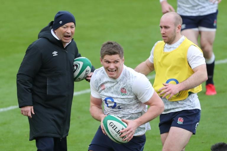 Making his point - Eddie Jones (L) gestures as England captain Owen Farrell (C) warms up ahead of a 32-18 defeat by Ireland in Dublin