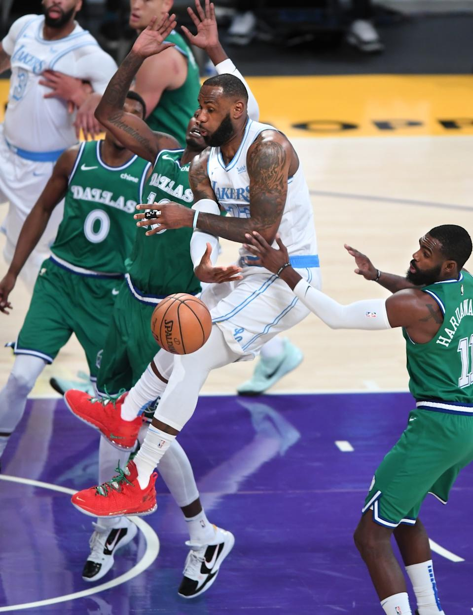 Lakers forward LeBron James flings a no-look pass against the Dallas Mavericks during the second quarter.