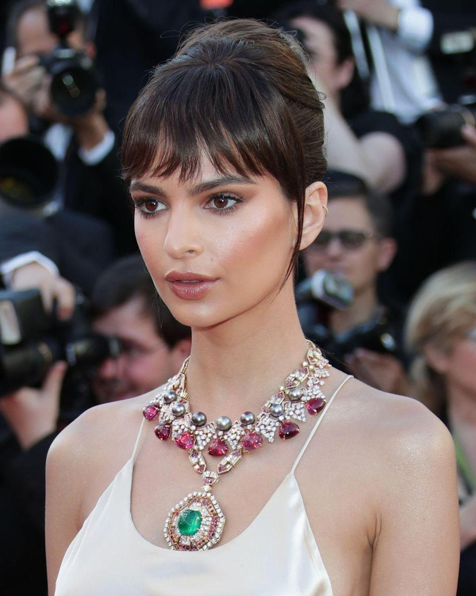 <p>Looking eerily like Bella Hadid at last year's Cannes Film Festival, Emily Ratajkowski debuted a brand new fringe for the red carpet. </p>