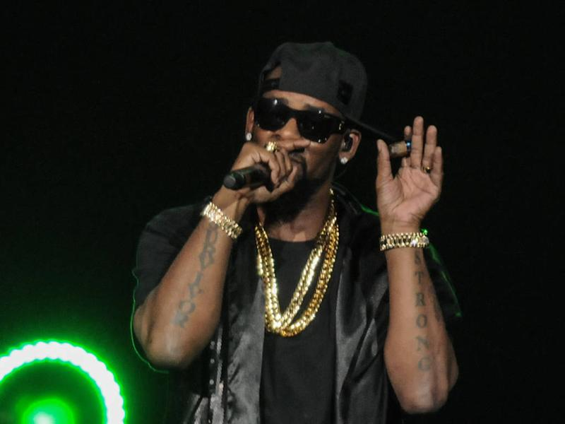 R. Kelly defaults on Chicago sex abuse lawsuit after failing to appear in court